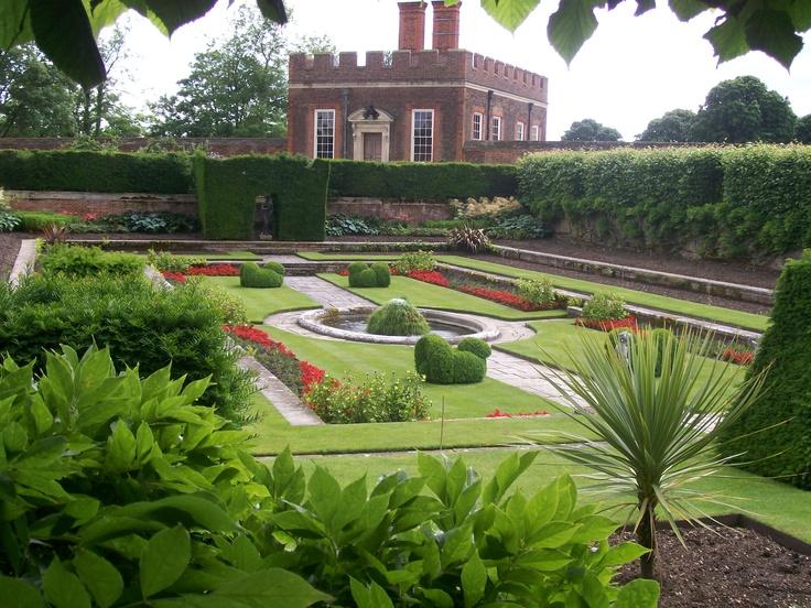 Roses In Garden: Hampton Court Garden. I Took This One..through The Hedge