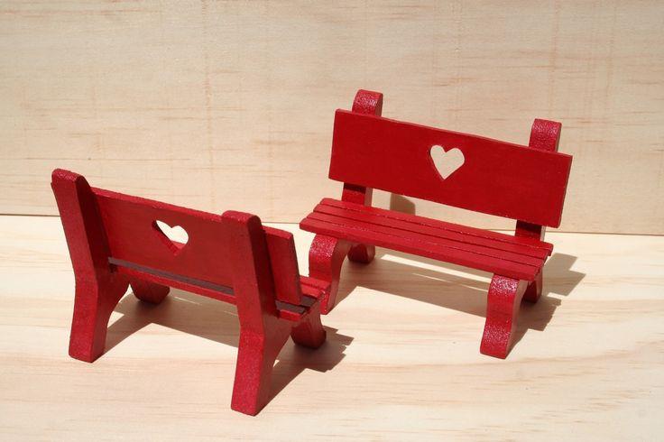 Paire de bancs miniatures en bois carmin avec cœur - 10 x 8 cm - Décoration ou serre-livre - peinture acrylique : Accessoires de maison par…