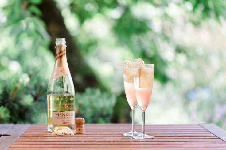 In diesem Artikel findest du ein Rezept für einen Rhabarber-Holunderblüten-Spritz und alle Infos zum Gala Dinner Gewinnspiel von Henkell.