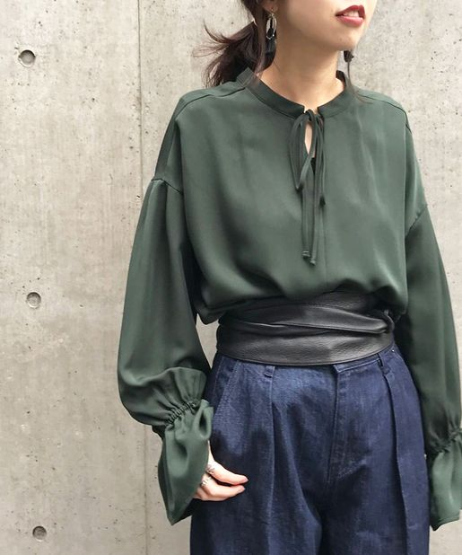 Don't know who the designer is. Love the blouse with obi-ish style belt