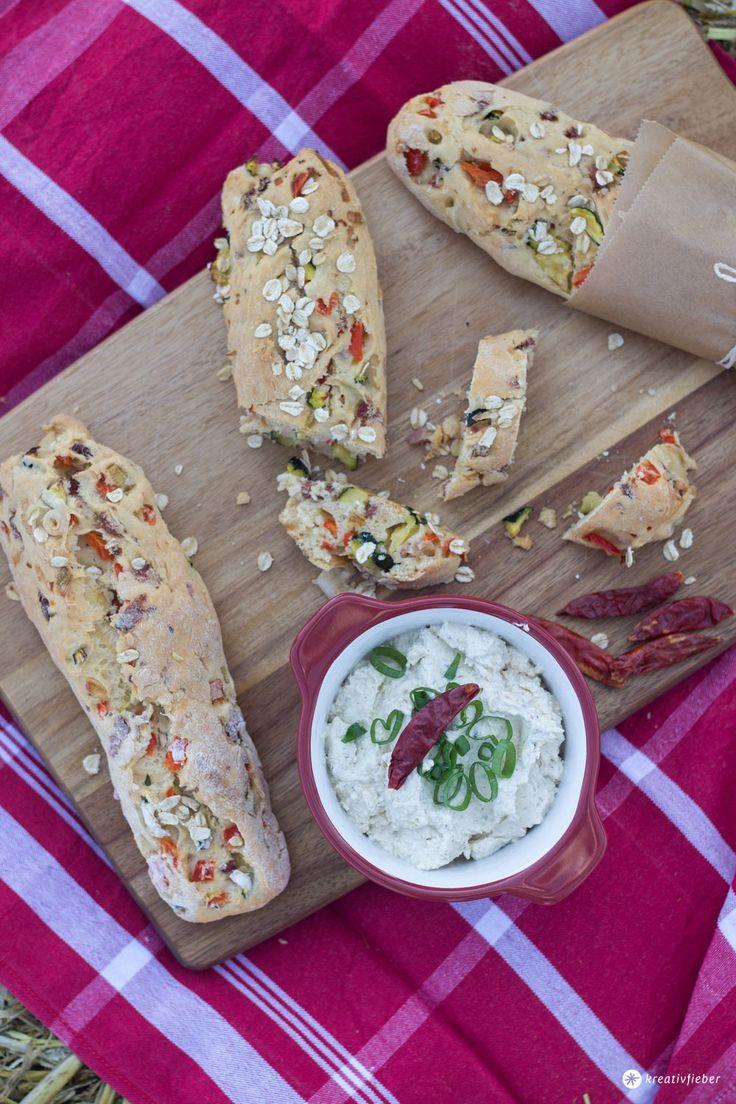 Gemüse Brotstängel fürs Sommerpicknick. Super Proviant für unterwegs - leckere Stängel mit Paprika, Frühlingszwiebel und Zucchini. Kreativfieber Rezeptideen