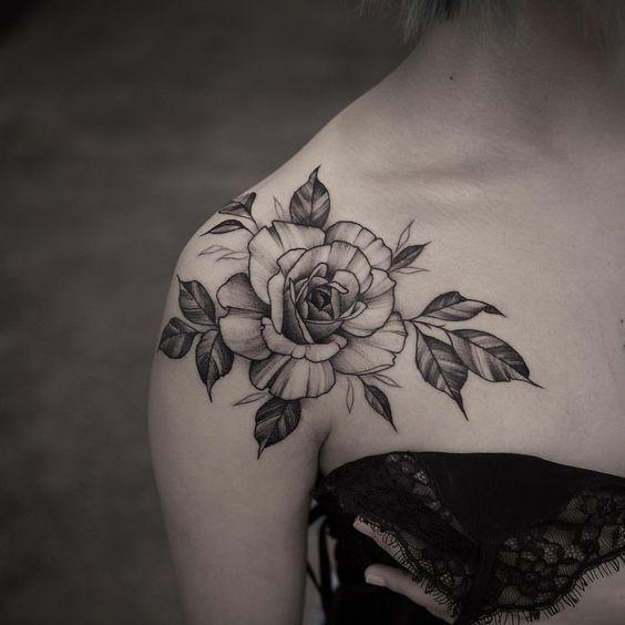 50+ shoulder tattoo for women; Simple shoulder tattooing; Flower tattoos; Rose Tatt … – #Flowtattoos #easy #Women # for #Rose