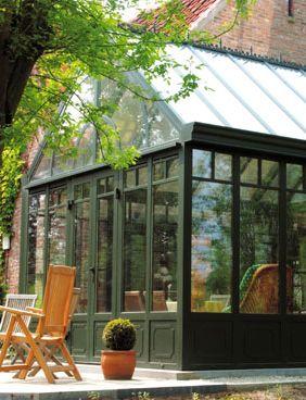 Construire une extension ou véranda. Et les règles de performance énergétique ? • Photo : www.choixduvitrage.be (véranda classique • vert)