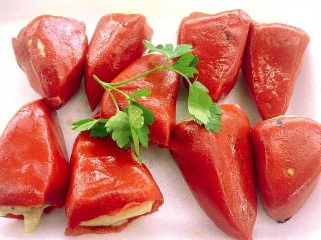 Pimientos rellenos sin gluten. Una receta clásica y sana para comer en cualquier época del año, con un sabor intenso y delicioso.