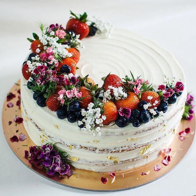 Karo diese Süsse! 🍓🎂Wir lieben diese rustikale Blume sehr …   – Cake Art