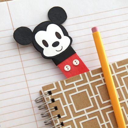 Una forma irresistible saber siempre por dónde vas. Este adorable marcapáginas de Mickey es fácil de hacer y perfecto para preparar la vuelta al cole.