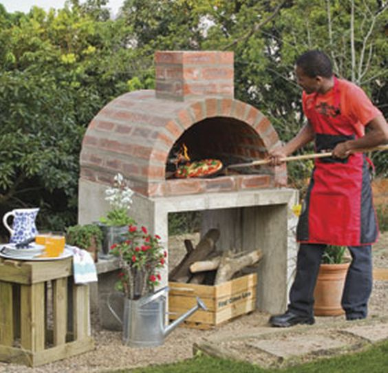 My mouth is watering right now thinking about this! Build your own outdoor DIY pizza oven and you'll discover you have more friends than you thought!
