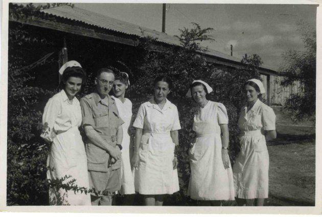 Trzecia od prawej Władysława Piechowska. Pomocnicza Służba Kobiet, Bliski wschód,