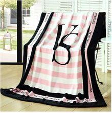 Serviette de plage Victoria's Secret - 35€ (disponible sur Amazon) OK