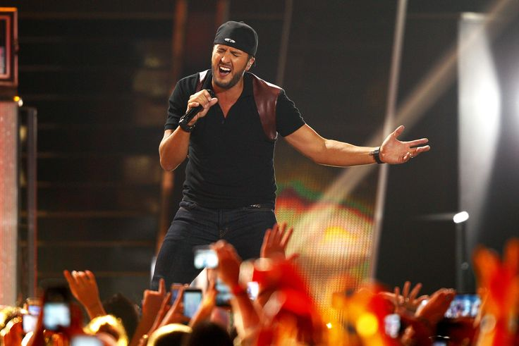 Luke Bryan\'s new album \'Kill The Lights\' hits all the right chords