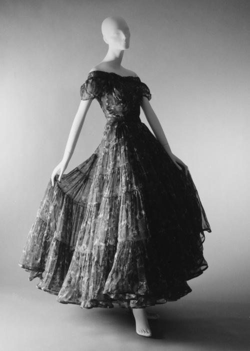 """Caracas"".Dinner Dress. spring/summer 1953. House of Dior. Christian Dior. : Vintage Dior, Silk Dresses, Dior French, Christian Dior, French Medium, Dior Caraca, Spring Summ 1953, Dior 1953, Fashion Dior"