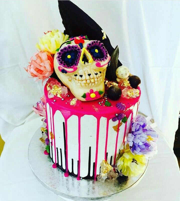Drip cake, carved chocolate skull topper | Halloween party ...