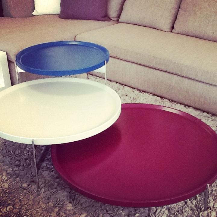 Mesas de centro y lateral en diferentes diámetros y colores , de la línea Pianca