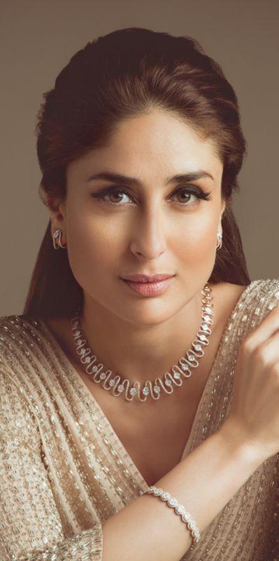 Kareena sparkles from every angle with jewellery from Malabar Gold and Diamonds!... #MalabarGoldJewellery #goldjewellery