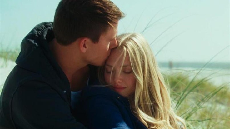 "Channing Tatum gives Amanda Seyfried a kiss on the forehead in ""Dear John"""