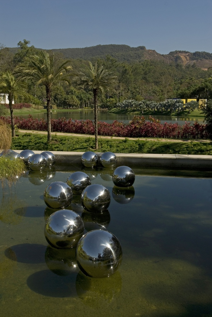 Inhotim - Minas Gerais - Brasil Narcissus Garden at Inhotim Art Institute, Brésil