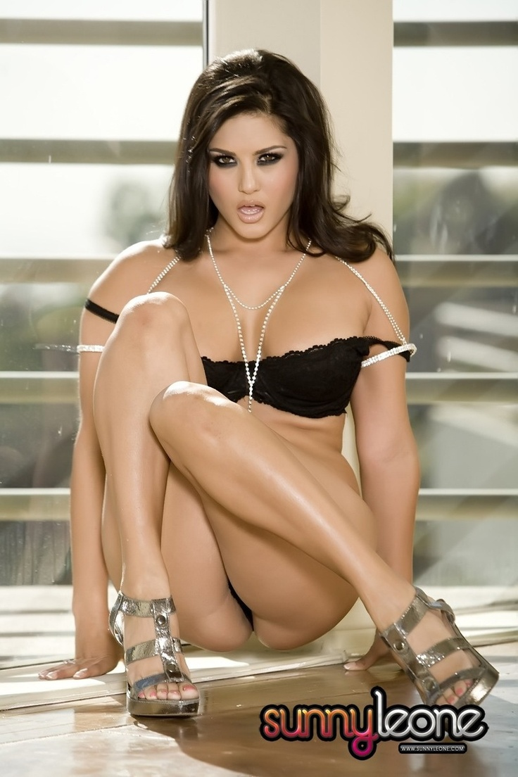 sunny leone hot naked mini skirt