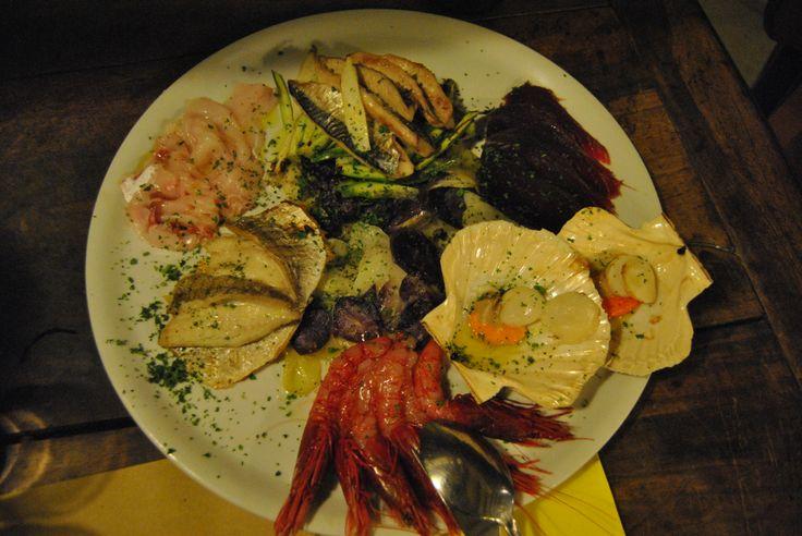 Alla scoperta dei migliori bacari d Venezia  Learn more:  http://foodtripandmo.wordpress.com/2014/02/11/alla-scoperta-dei-migliori-bacari-di-venezia/  #eat #venezia #bacari #cicheti #foodtripandmore