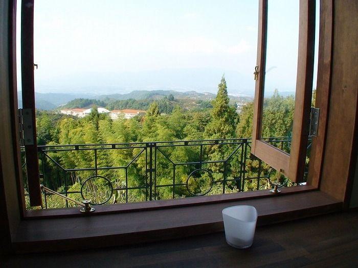 併設されているカフェからも奥吉野の自然が楽しめます。景色を見ながら、こだわりのコーヒーと手作り釜で焼いたピザを食べれば格別のカフェタイムに。