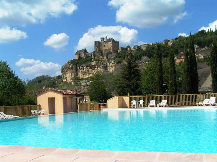 Camping Dordogne une piscine au pied du château - CAMPING LE CAPEYROU - Périgord Noir