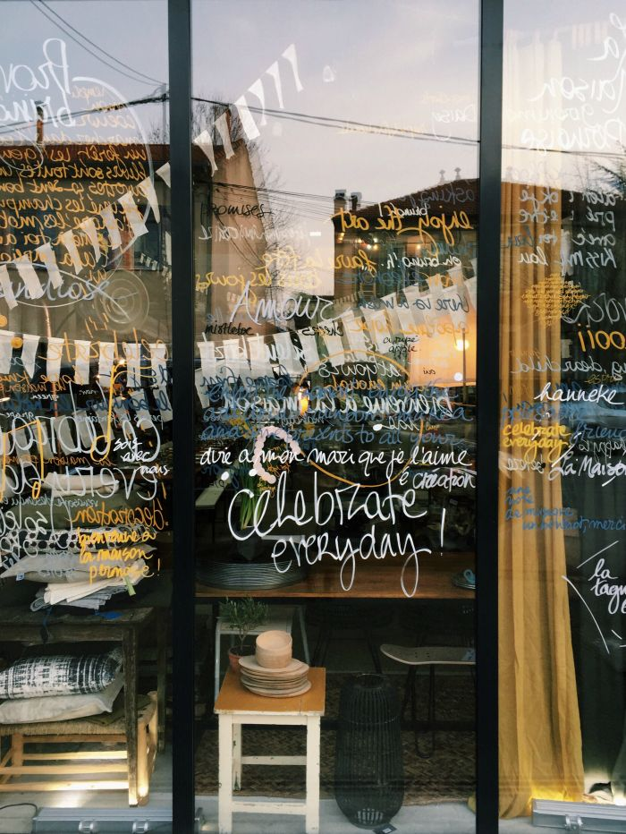 Beautiful 148 Best Window Writing U0026 Drawings Images On Pinterest | Shop Windows, Glass  Display Cabinets And Shop Displays