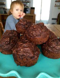 Miam, miam, miam! Et pas du tout mauvais pour la santé, en plus! :) Ingrédients (pour 12 muffins): Secs 1 tasse de farine de blé entier 1/2 tasse de flocons d'avoine à cuisson rapide 1/2 tass…