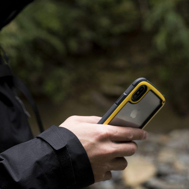 BUY SHOCK-RESIST(MIL規格準拠) 米国環境耐性試験「MIL-STD-810G 516.6Procedure Ⅳ」の耐衝撃試験に準拠。あなたのスマートフォンを落下等の衝撃から守ります。 ※高さ122cmから26方向の製品落下試験をクリア。 Light weight structure(軽量構造) 耐衝撃性能を維持しつつ、持ちやすくスリムな形状の軽量構造を実現。 Drop Protection Corner(衝撃吸収) ケースの4角のTPUを厚くすることで、落下時の衝撃を吸収し更にiPhoneを強固に保護します。 Bumper Design(バンパータイプデザイン) アップルマークが見えるクリアな背面パネルを採用し、iPhoneのデザインを活かすバンパータイプに。アウトドアライクなテイストは残しつつ、カジュアルに使えるタフケースに仕上げています。 Wireless Charging(ワイヤレス/非接触充電対応) ケースを装着したままのワイヤレス充電に対応しています。 STRAP(ストラップ取り付け可能) ストラップホールにストラップを取り付けることが可能...