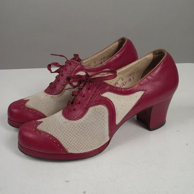 Saddle Oxford heels 1940's; love the snape of these toes!