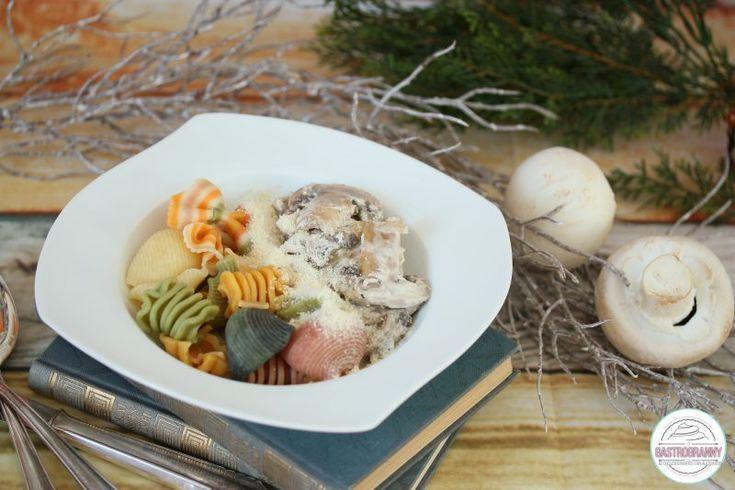 Semmi kunszt nincs abban, hogy elkészítsünk egy tejfölös gombát színes tésztával. Ugye? Mindenkinek van elképzelése arról, hogy kellene… Mai ételünk elkészítésével azonban néhány egyéb tényre is rácsodálkozhatunk. Booking.com Ha vizuális vagy, a videóreceptet is megtekintheted: A recept, melynek bevásárló listáját is elkészítheted, de az étkezési tervedbe is beillesztheted: Étkezési terved alább található. Azok a fogások,...Read More