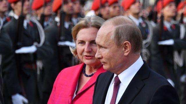 Putin Bringt Singende Don Kosaken Zu Kneissls Hochzeit Wladimir Putin Singen