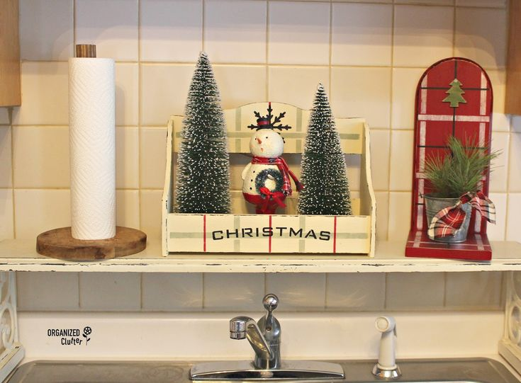 Thrift shop repurpose/upcycle to Christmas Decor #stencil #oldsignstencils #rusticchristmas