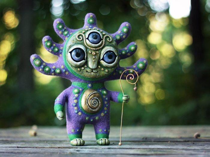 Artystka tworzy figurki mistycznych istot o niezwykłej mocy szczęśliwych amuletów.