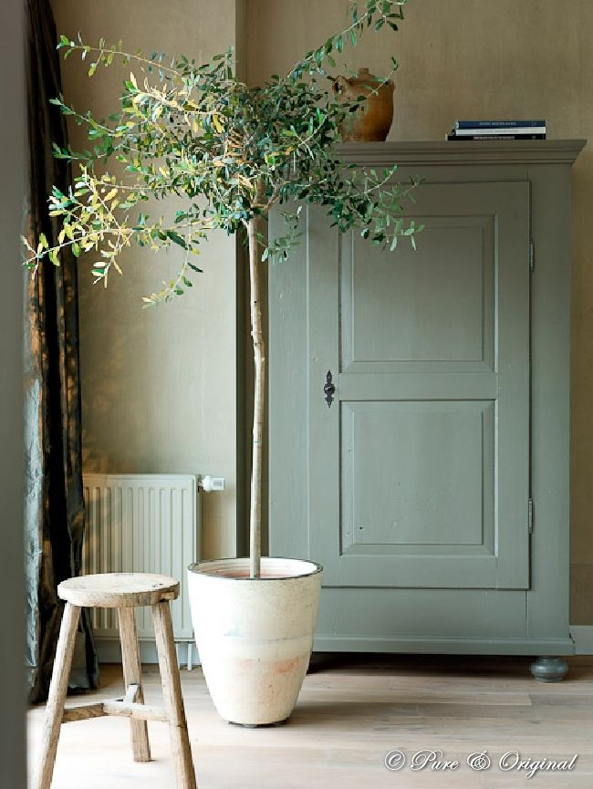 Mooie kleuren, zeegroen latex op de kast. Te koop via Woon Werk Sfeer www.woonwerksfeer.nl