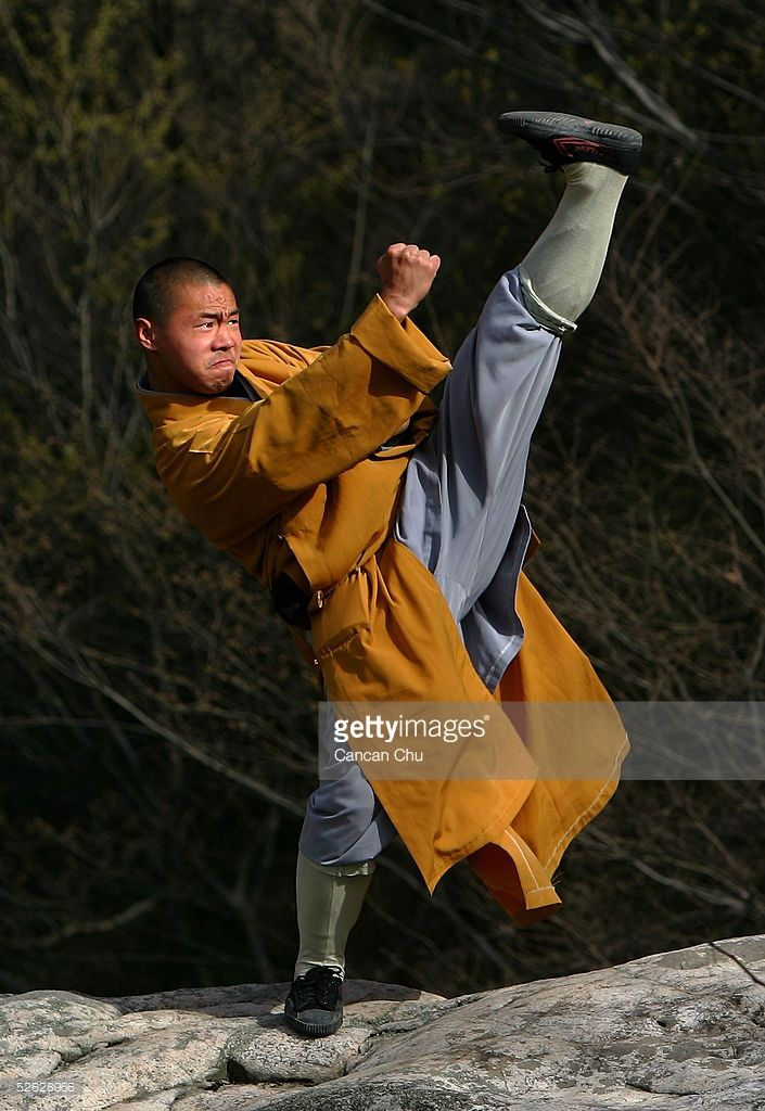 warrior-monk-of-the-shaolin-temple-displays-his-kung-fu-skills-at-the-picture-id52628986 (705×1024)