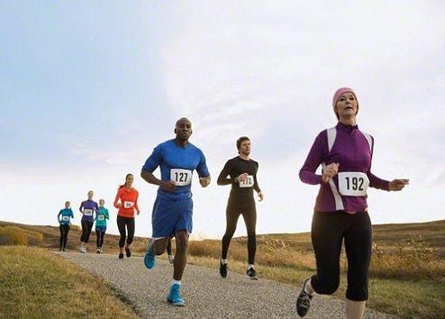 За да #тичате за здраве са ви нужни само качествени #маратонки, близък парк или алея и мотивация. Особено подходящи са местата около река или езеро, тъй като там въздухът е по-чист.  https://biomall.bg/polzi-na-joginga-za-zdraveto