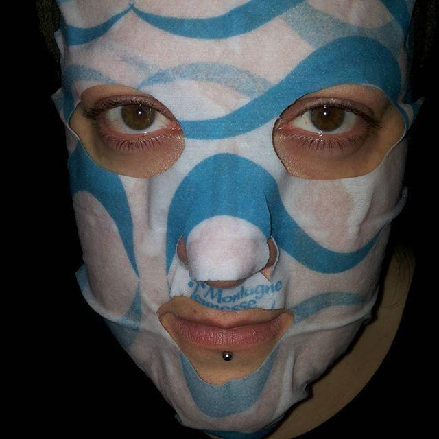 Sooooo das mit dem Halloween Kostüm wäre dann auch mal klar gemacht. Ich gehe als Geist von Montage Jeunesse  Tuchmaske von Montage Jeunesse Totes Meer, ich liebe diese Masken #montagnejeunesse #tuchmaske #gesichtsmaske #facecare #Gesichtspflege #sheetmask #facemask #Halloween #ghost #ghostmask #readyforhalloween