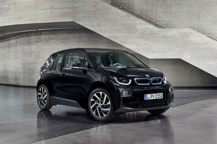 BMW i3 gets a new color: Fluid Black - http://www.bmwblog.com/2015/09/05/bmw-i3-gets-a-new-color-fluid-black/