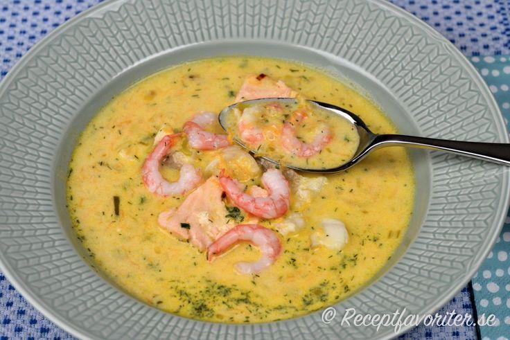 Fisksoppa med lax, räkor och torsk (potatis, dill, grädde m.m)