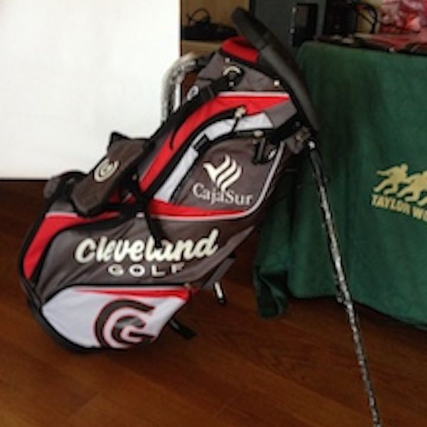 Bolsa palos de golf Cleveland con logo personalizado. Torneo Golf Cajasur