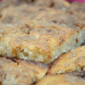 Bisquick Coffee Cake #Recipe - Sub Carbquik, etc. Making this today with a pinapple brown sugar mixture on bottom....
