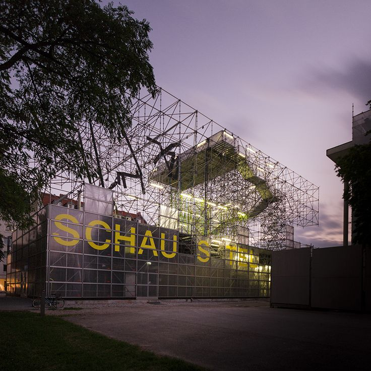 Schaustelle / J. Mayer H. Architects Good use of scaffolding and using it to create a flying effect