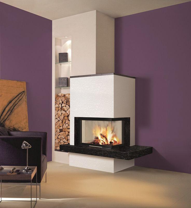 Le foyer à bois Ulys 900 d'angle offre une vision optimisée du feu avec ses dimensions peu profondes et sa vue multi-faces.