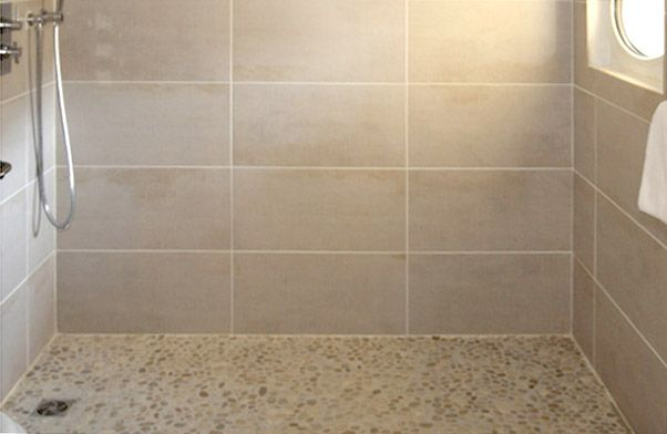 Douche italienne carrelage et galets salle de bains pinterest deco douc - Deco douche carrelage ...