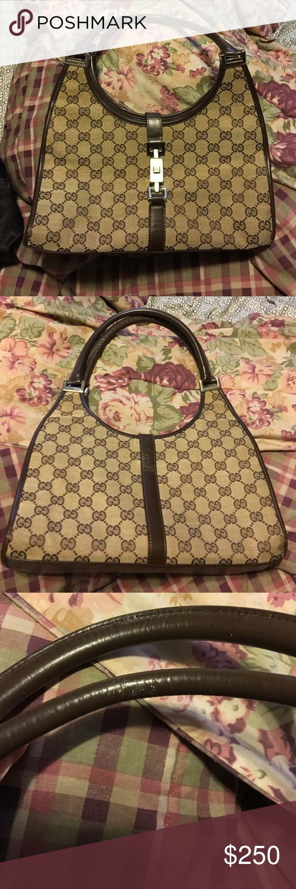 Gucci purse Like new gucci purse! Minimal signs of wear in great condition!! Comes with dust bag. Bags