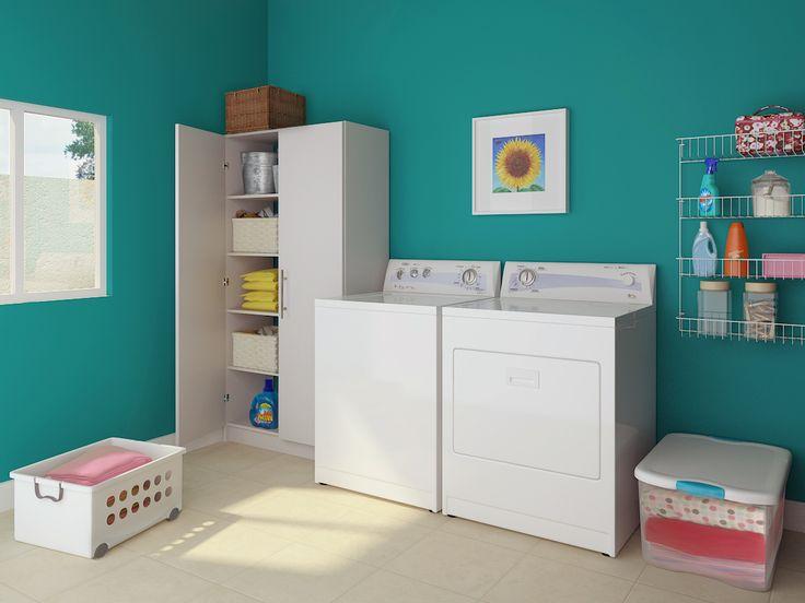 Lavadoras y secadoras blancas contrastan muy bien ante paredes oscuras.