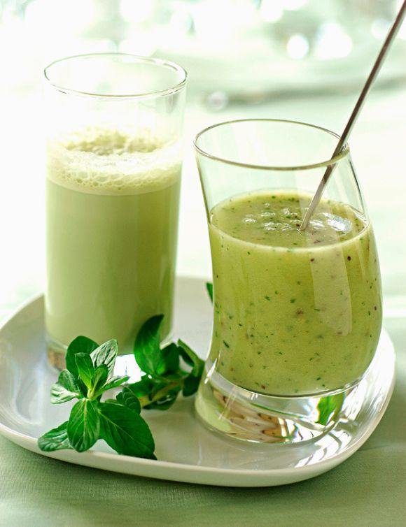"""Koktajl - czyści organizm z toksyn Potrzebujecie: - garść roszponki lub szpinaku, - 1/2 awokado, - 2 kiwi, - 1 jabłko, - 1 łyżeczkę """"Błonnika Witalnego"""" (http://mapazdrowia.pl/blonnik), - sok z połowy limonki.  Wystarczy, że wszystkie składniki wrzucicie do blendera. Jeżeli koktajl jest dla Was za gęsty, możecie dodać wodę mineralną lub jogurt naturalny."""