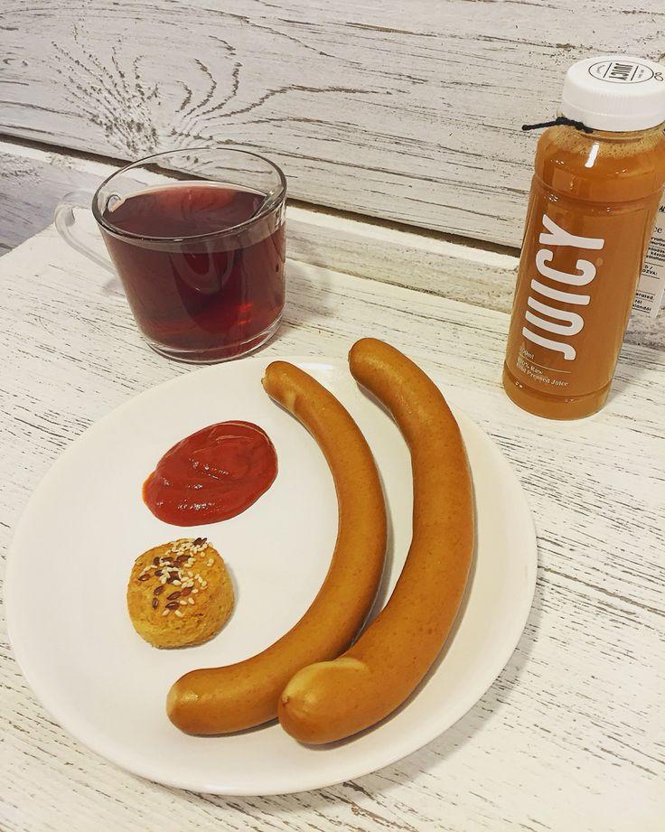 Tökéltes reggeli  Esős őszi napon egy forró tea és főtt virsli, ami glutén, laktóz és cukormentes Bio mangalica  Ünnepi nyitvatartás!!#breakfast#healtyfood#paleolit#juicy#morning