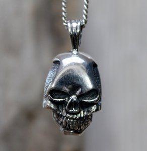 Echt zilveren (925) doodshoofd hanger.