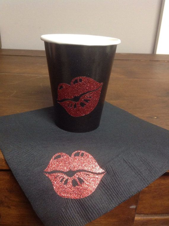 These black and red glitter lips party cups and napkins will add the perfect finishing touch to your Batchelorette, Valentines, or Sorority Party.