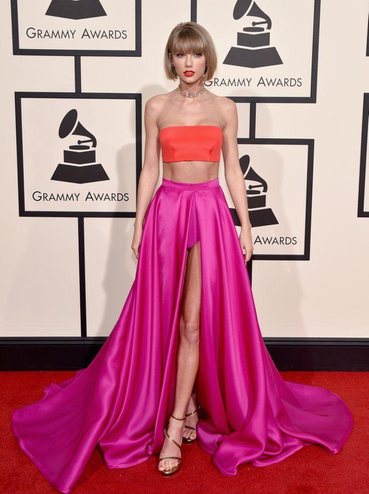Pin for Later: Voilà Ce Que les Stars Ont Porté Sur le Tapis Rouge des Grammys Taylor Swift Portant une robe signée Atelier Versace.